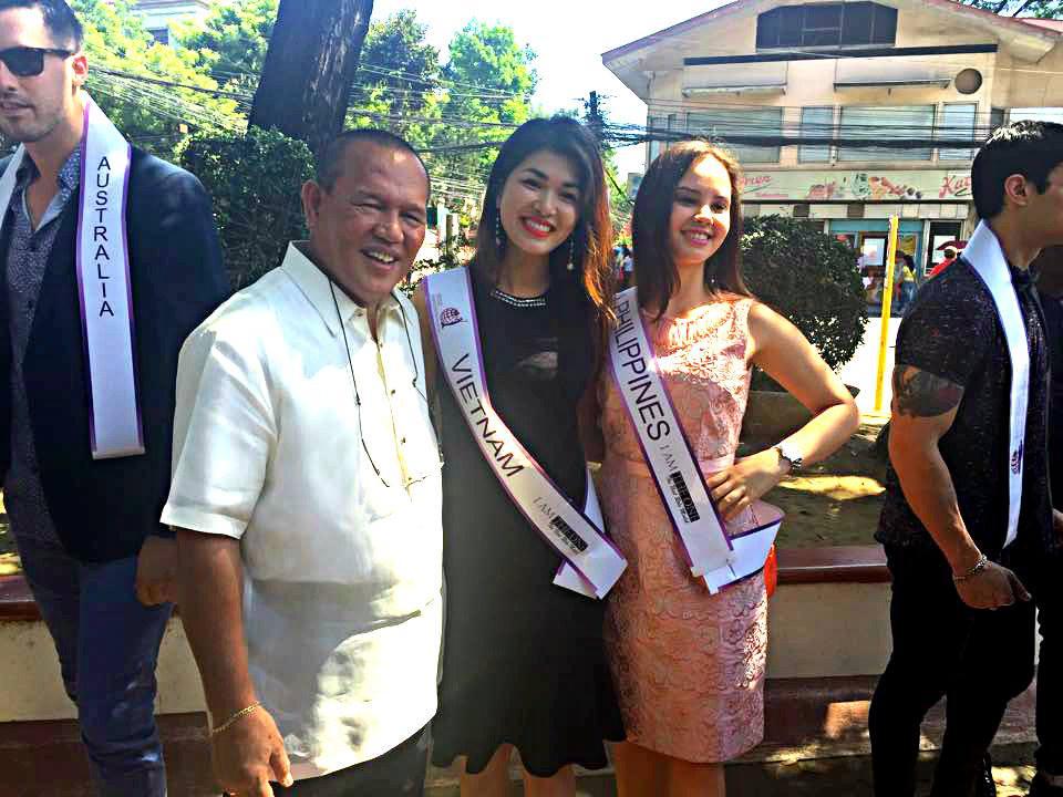 Oanh Yến gặp gỡ thống đốc của bang Cagayan de Oro Philipines,