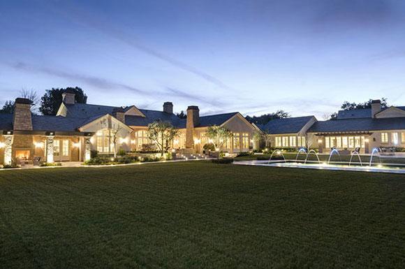 Vợ chồng Kim chuyển đến sống trong dinh thự hơn 420 tỷ đồng