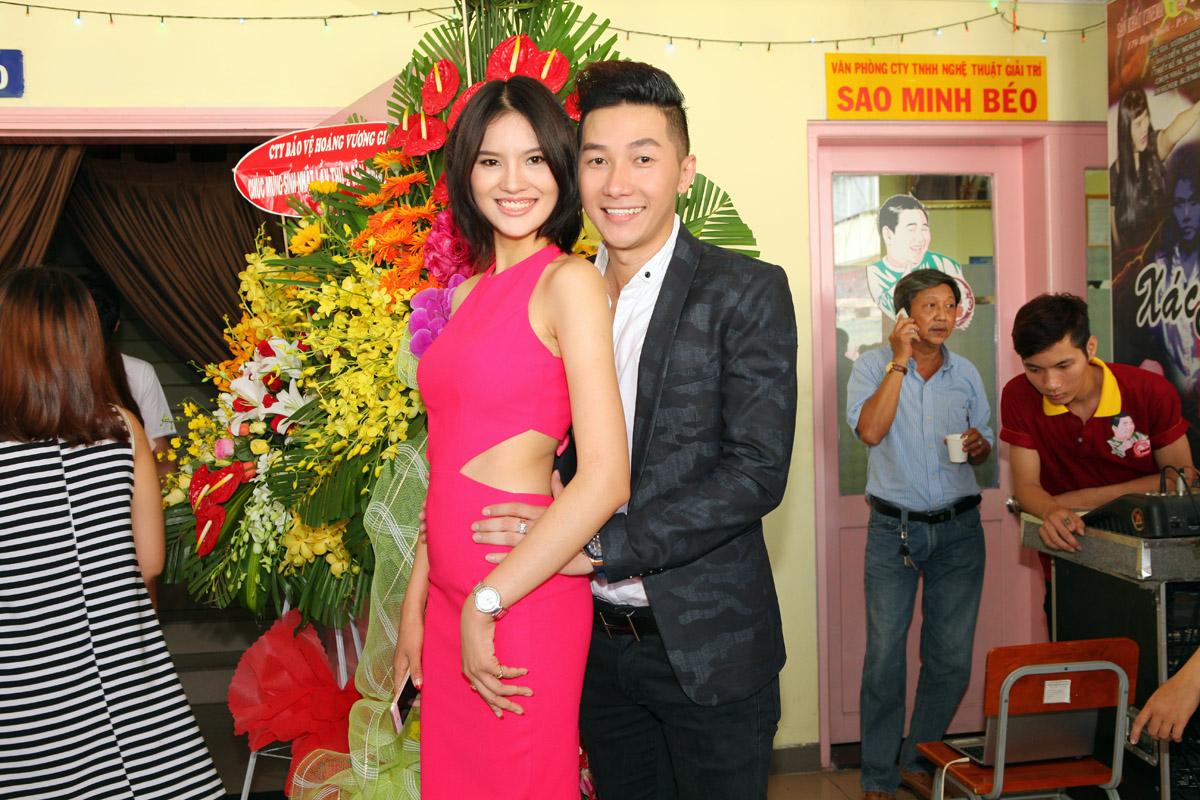 Lê Thị Phương thân mật với Nam Phong trong sự kiện