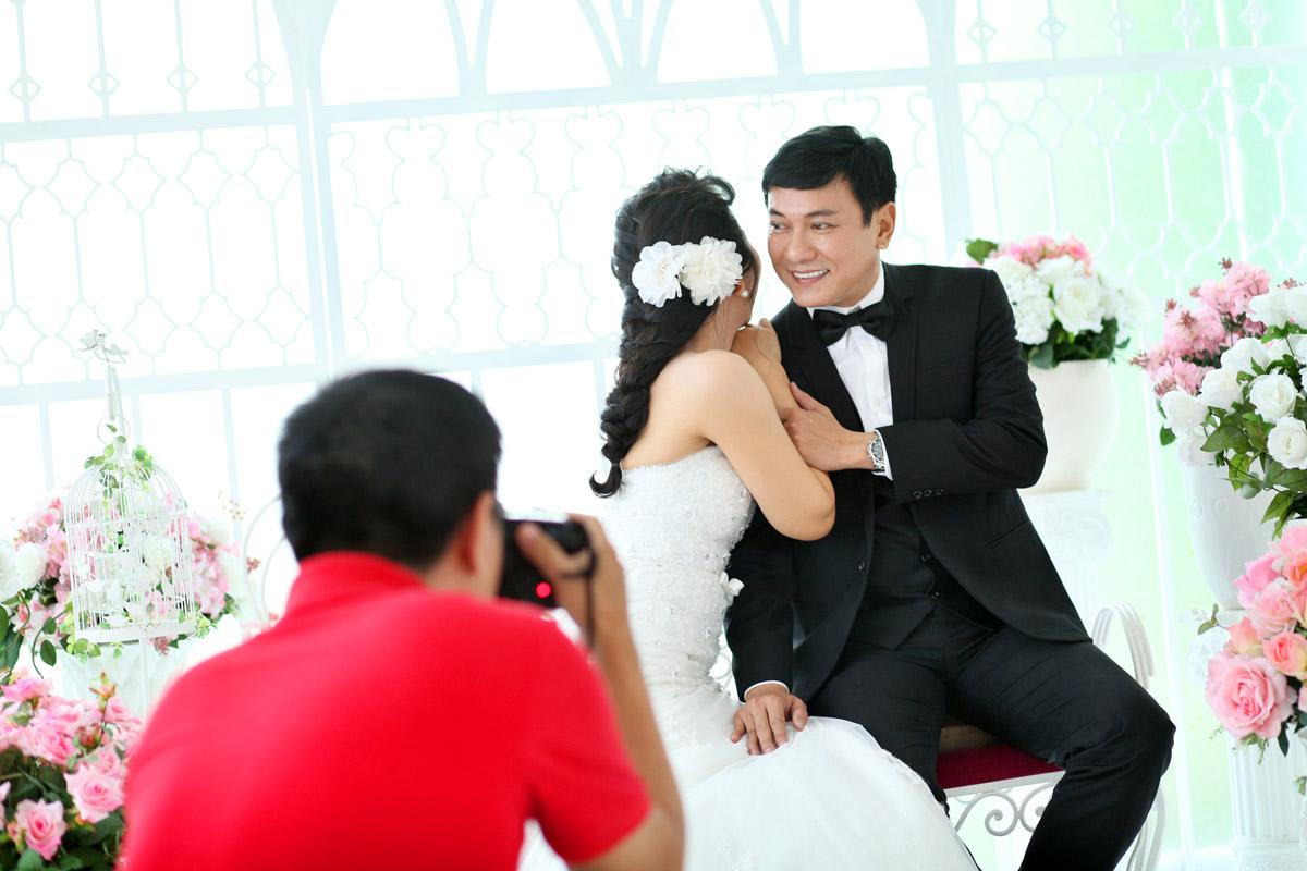 Hậu trường chụp ảnh cưới của Hoàng Phúc và vợ doanh nhân
