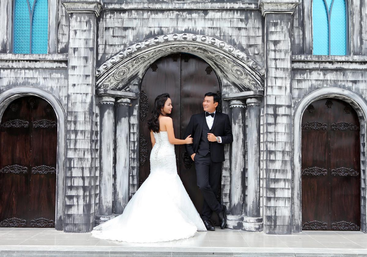 Diễn viên Hoàng Phúc khoe ảnh cưới lãng mạn