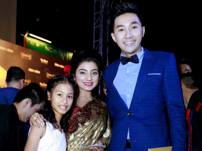 Nam Phong điển trai bên Neha Marda trong phim cô dâu 8