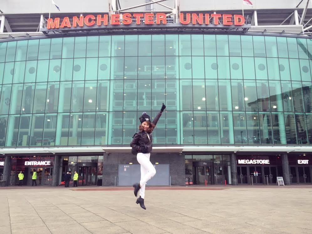 """Việt My """"chết mê"""" câu lạc bộ bóng đá Manchester United tại Anh quốc"""