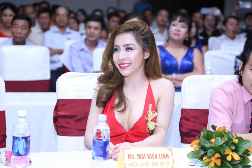 Á khôi Mai Diệu Linh đẹp lộng lẫy dự tiệc giao lưu với hoàng gia Campuchia.