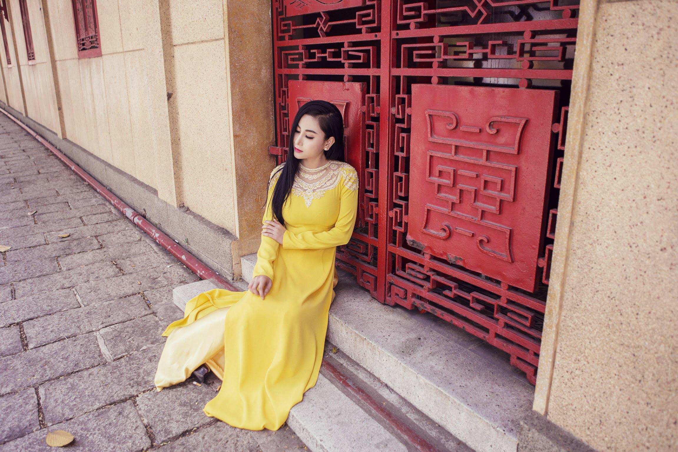 Diễn viên Hà Minh Ngọc xúng xính với áo dài du xuân đầu năm mới