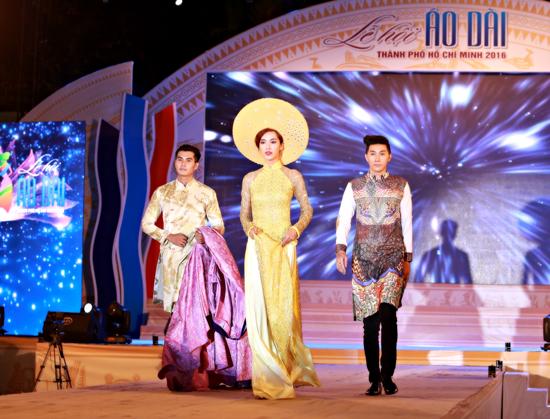 Bộ 3 siêu mẫu Nam Phong, Trịnh Xuân Nhản, Thoại Tiên tự tin giữ vai trò Vedette trong lễ hội áo dài - Ảnh 2
