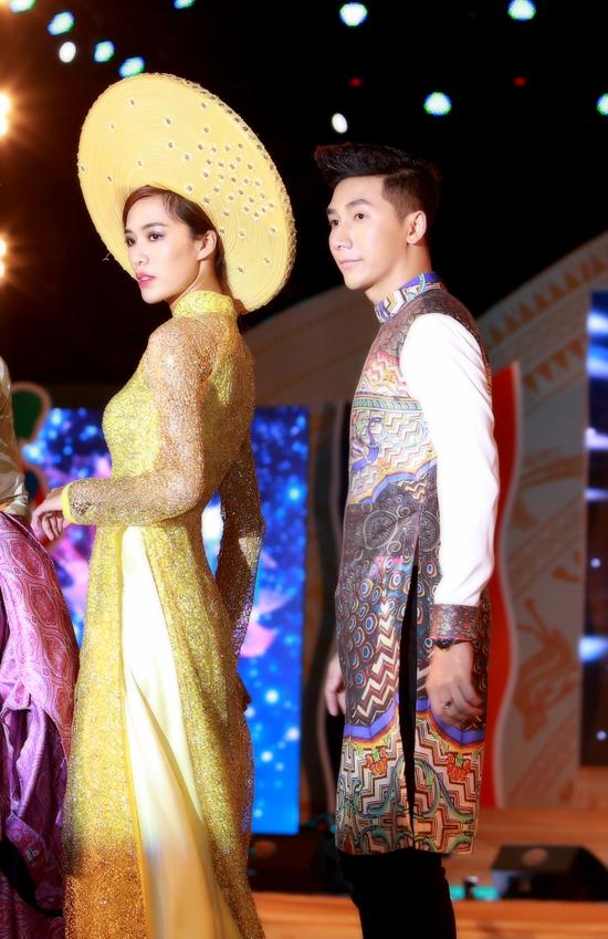 Bộ 3 siêu mẫu Nam Phong, Trịnh Xuân Nhản, Thoại Tiên tự tin giữ vai trò Vedette trong lễ hội áo dài - Ảnh 3