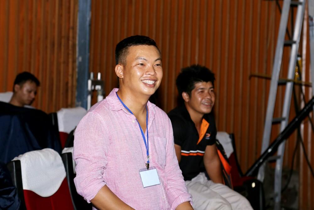 Đạo diễn Ngọc Hiền vất vả trước đêm diễn liveshow kỷ niệm 20 Mạnh Quỳnh