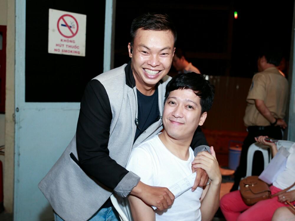 Đạo diễn Ngọc Hiền gặp gỡ cùng nhiều nghệ sĩ nổi tiếng trong liveshow Mạnh Quỳnh