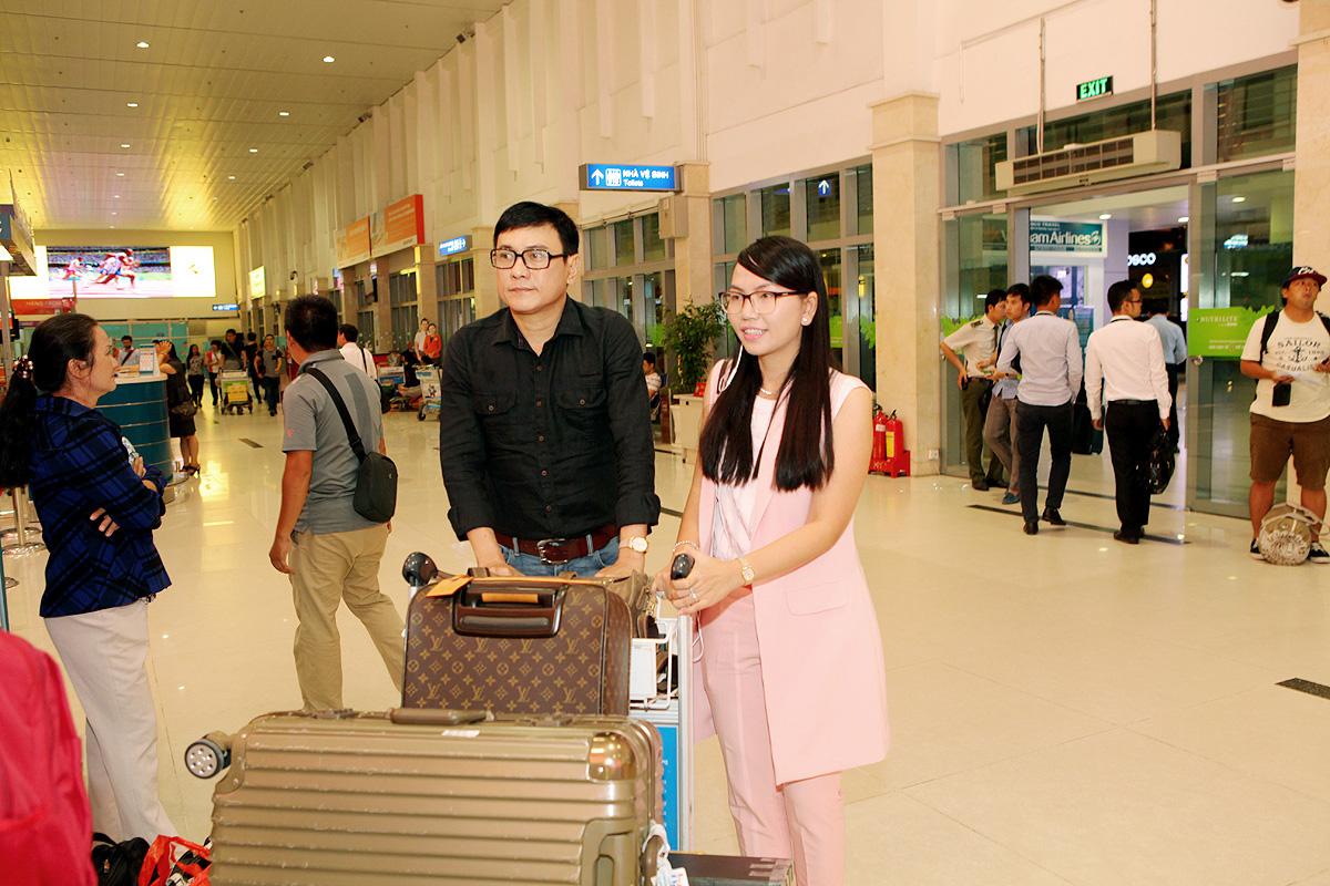 Vợ chồng Hoàng Phúc, Uyên Phương lên đường tham dự Festival Huế