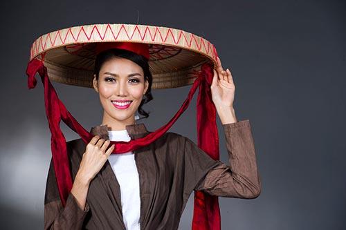 """Top 11 Hoa hậu Thế giới Lan Khuê """"vượt mặt"""" hơn 80 người mẫu nữ để nắm giữ vai trò vedette"""
