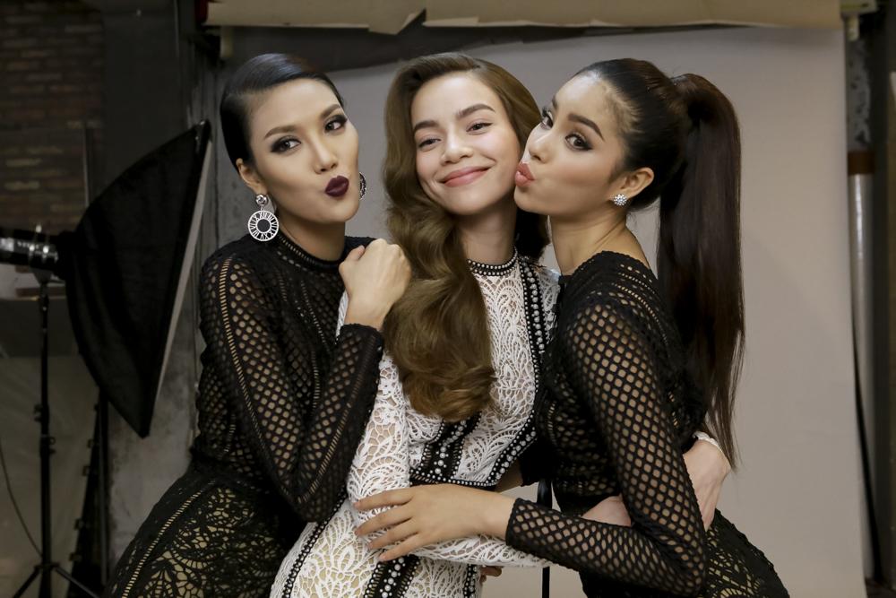 Hé lộ những ảnh hậu trường đẹp hút hồn của 3 mỹ nhân Hà Hồ, Phạm Hương và Lan Khuê