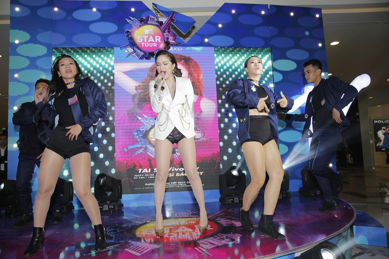 Bảo Thy hẹn hò dàn trai đẹp khép lại MTV Star Tour khiến fan tiếc nuối
