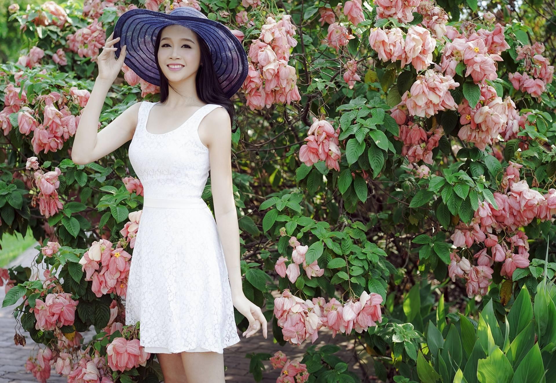 Giải đồng siêu mẫu 2012 Lê Thu An rạng rỡ dưới nắng hè