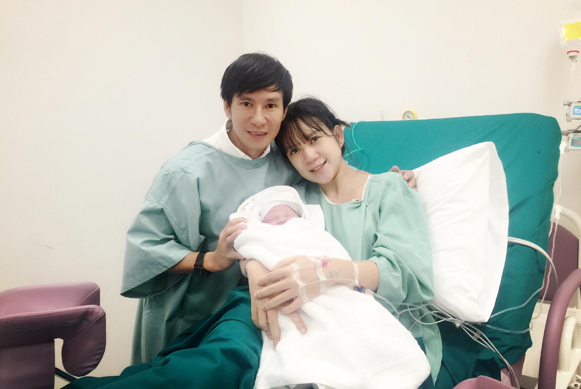 Lộ diện quý tử thứ hai mới sinh của vợ chồng Lý Hải