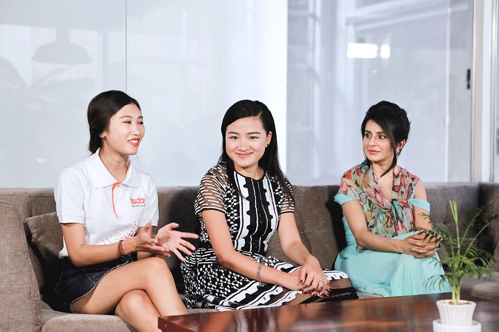 """Giám khảo Vietnam's Next Top Model 2016 Hà Đỗ """"mách nước"""" cho ngôi sao """"Cô dâu 8 tuổi"""" tạo dáng"""