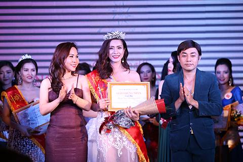 Nguyễn Thùy Chi lập cú đúp với danh hiệu Á khôi và Gương mặt thời trang.