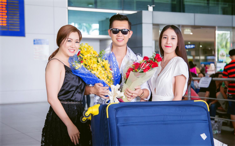 Miss Ngọc Trân và ca sỹ Ngọc Trân Anh đón nam vương quốc tế Nguyễn Hải Quân tại sân bay.