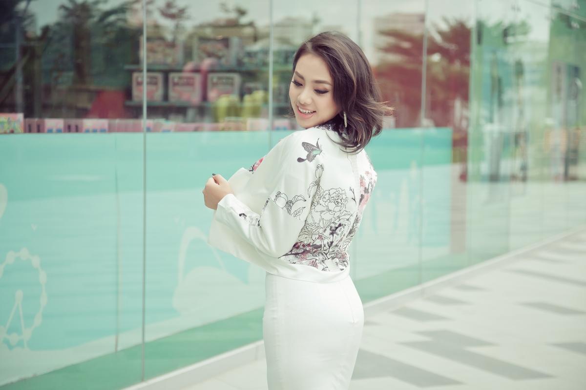 Nữ ca sĩ xinh đẹp Miko Lan Trinh ngày càng xinh đẹp và rạng rỡ.