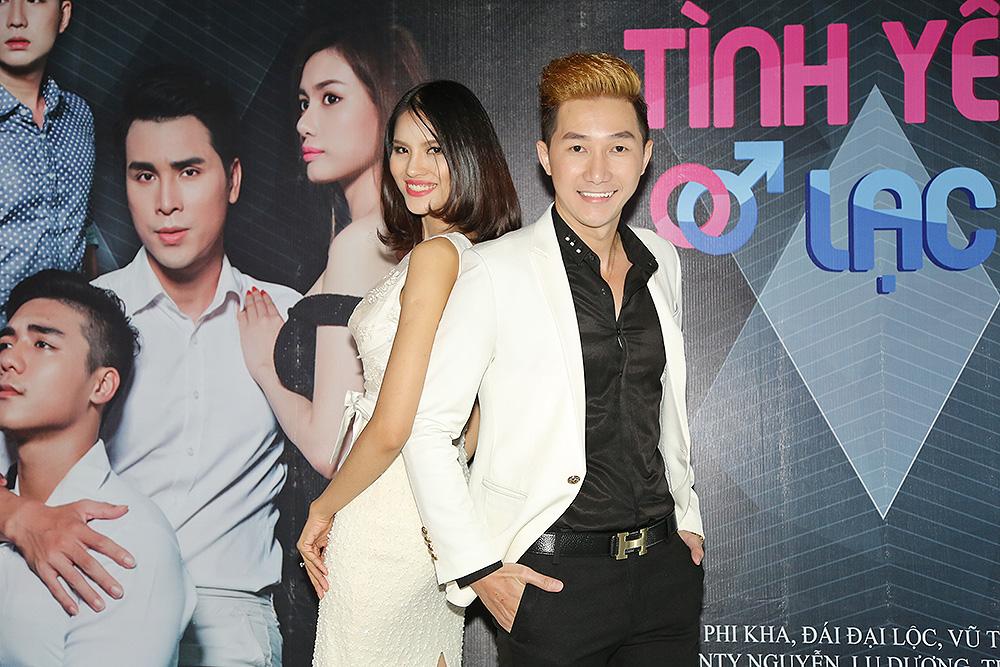 Nam Phong sánh đôi cùng Lê Thị Phương gây chú ý tại buổi ra mắt phim