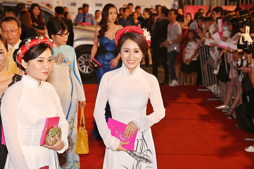 Hoa hậu Viên Hoàng Thu- cuốn hút mọi ánh nhìn trên thảm đỏ.