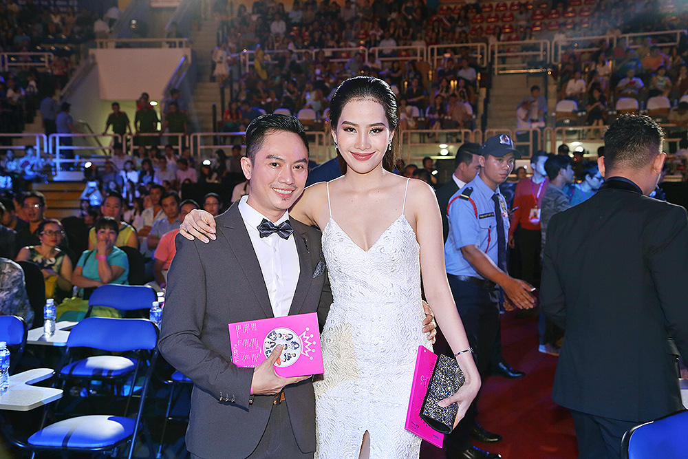 NTK áo dài Ngô Nhật Huy hội ngộ Hoa khôi Nguyễn Thị Lê Nam Em tại sự kiện.