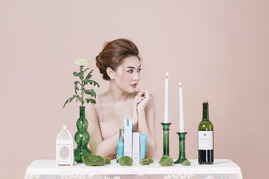 Siêu mẫu Ngọc Duyên tươi trẻ với bộ sản phẩm Blancdoux