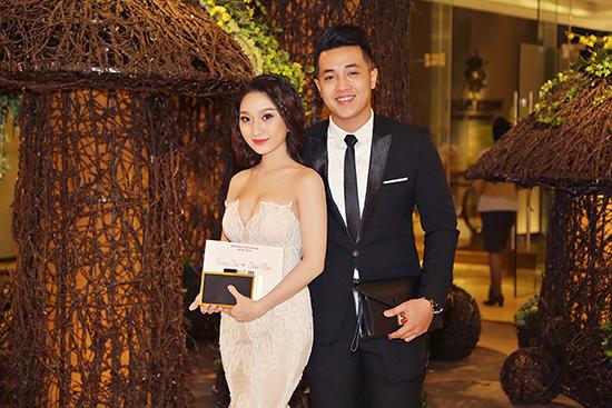 Cao Mỹ Kim đẹp rạng rỡ cùng chồng sắp cưới đi dự tiệc
