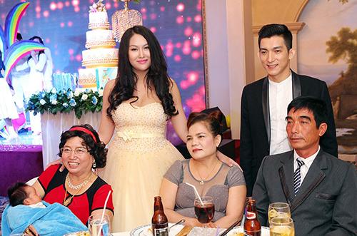 """Phi Thanh Vân cùng Sao Việt viết """"thư"""" cho những người phụ nữ thương yêu nhất!"""