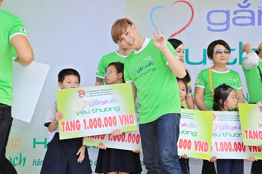 """Nguyên Vũ hăng hái tham gia chương trình từ thiện """"Gắn kết yêu thương"""""""