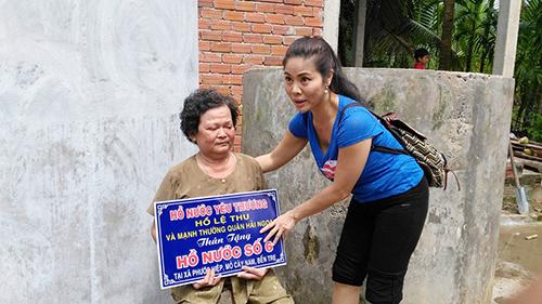 Ca sỹ Hồ Lệ Thu về nước làm từ thiện cho người nghèo tại Bến Tre