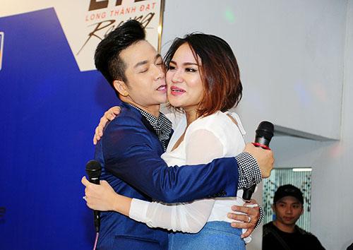 Quách Tuấn Du hôn Duyên Anh idol trên sân khấu