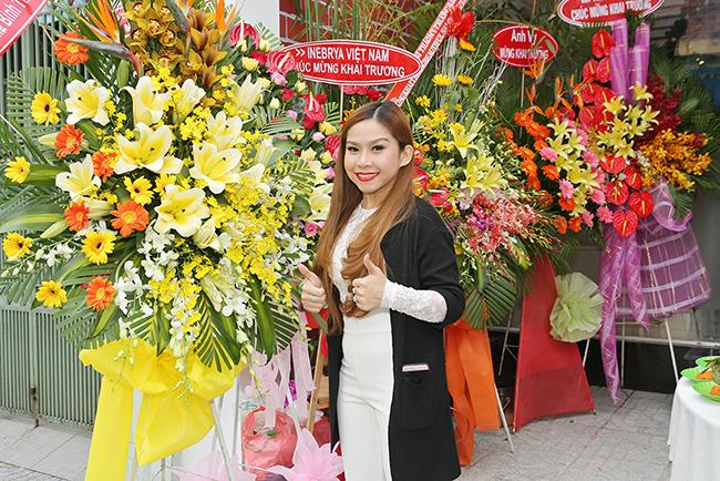 """Sau đoạt giải nhất """"Sao Nối Ngôi"""" - Bình Tinh lên chức bà chủ"""
