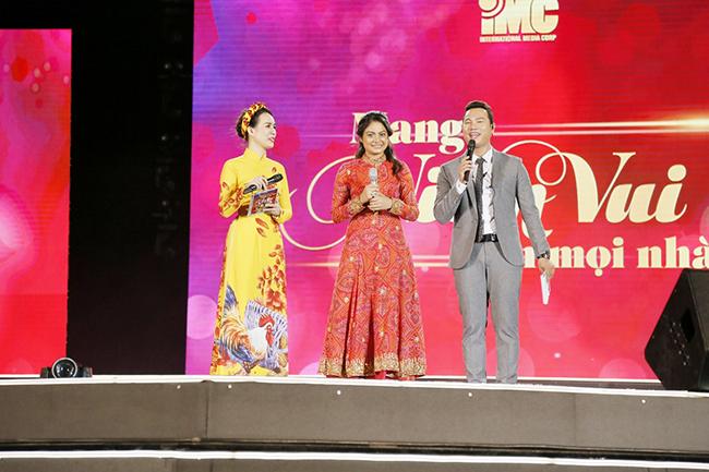 """""""Cô dâu 8 tuổi"""" Toral Rasputra và nghệ sĩ Việt lắng đọng cùng khán giả Cần Thơ trong đêm nhạc """"IMC – Mang niềm vui đến mọi nhà"""""""
