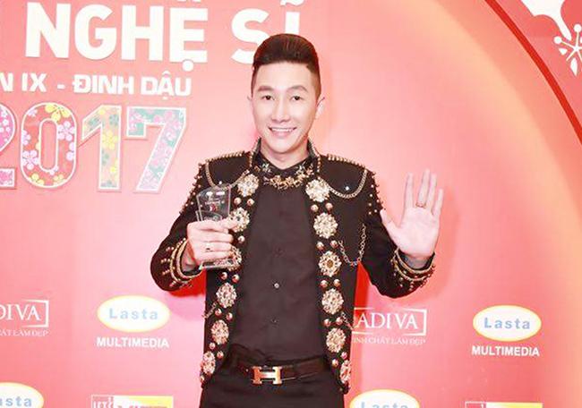 Á quân Nam Phong bất ngờ với giải thưởng Ông hoàng đêm Hội