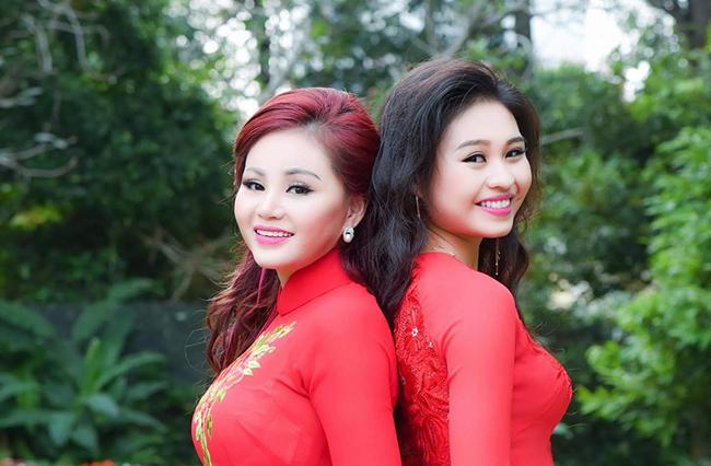 Lê Giang rạng rỡ chụp ảnh Xuân cùng con gái Lê Lộc.