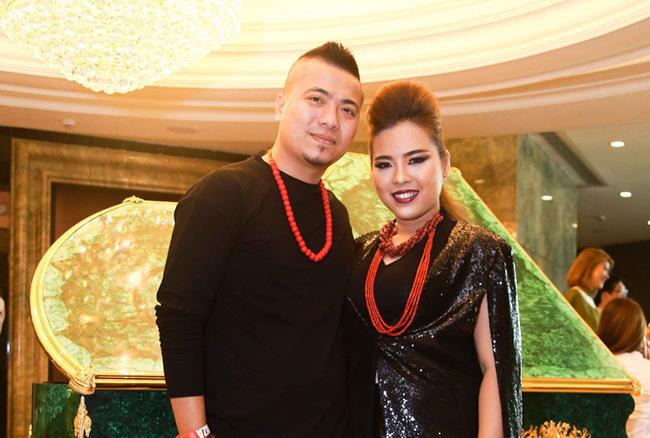 """Vợ chồng Wang Trần - Thanh Nhân """"ton sur ton"""" đi sự kiện"""