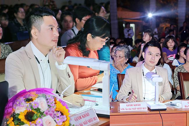 NTK Ngô Nhật Huy phong cách lịch lãm với vai trò giám khảo