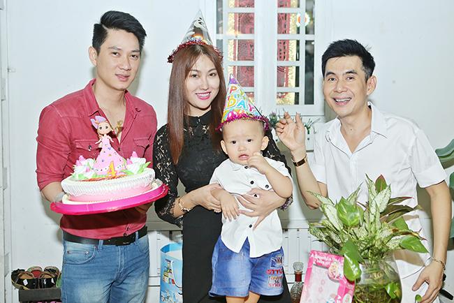 Hai soái ca Đoan Trường, Thái Chí Hùng 'hộ tống' Phi Thanh Vân đi dự tiệc