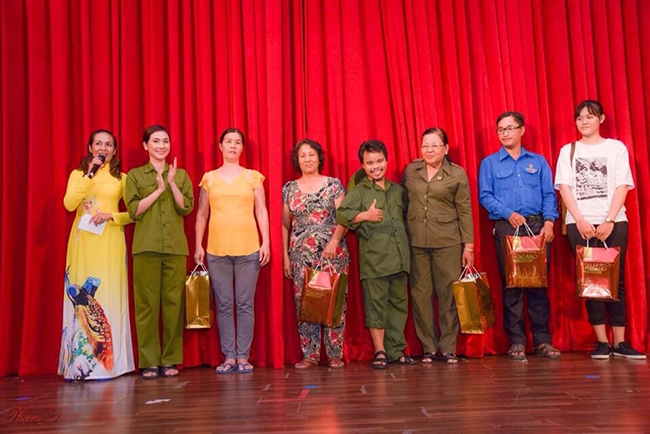Sân khấu kịch Trịnh Kim Chi đem niềm vui đến cho người nghèo