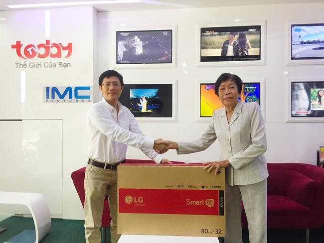 """Tưng bừng nhận thưởng chương trình """"Xem Góa phụ nhí – Rinh quà như ý"""" trên TodayTV"""