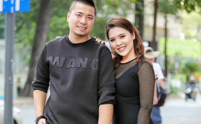 """Vợ chồng Thanh Nhân – Wang Trần tình cảm trong ngày ra mắt """"cơ ngơi mới"""""""