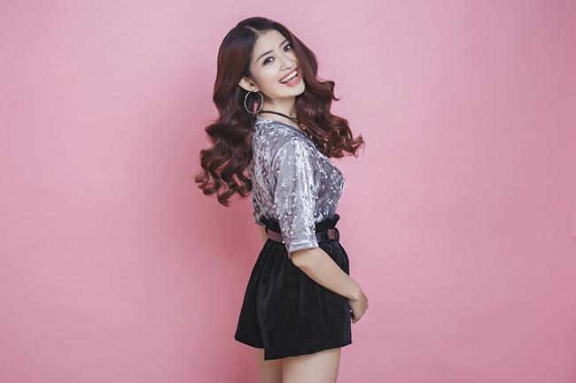 MC - DJ Rosy xinh như nữ sinh Hàn