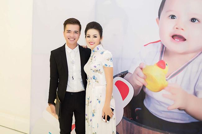 Trọng Nguyễn lịch lãm đến mừng sinh nhật Hoa hậu Lê Anh