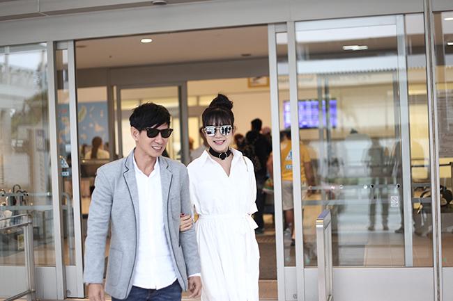 Vợ chồng Lý Hải tươi tắn sang Nhật Bản dự LHP quốc tế Okinawa