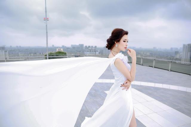 Thanh Trang đẹp từng centimet khoe vòng eo con kiến