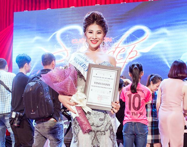 """Dương Hân bất ngờ đoạt giải """"Người đẹp Phong Cách"""""""