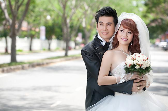 Bắt ngờ Đoan Trường tung ảnh cưới với Hoàng Ny