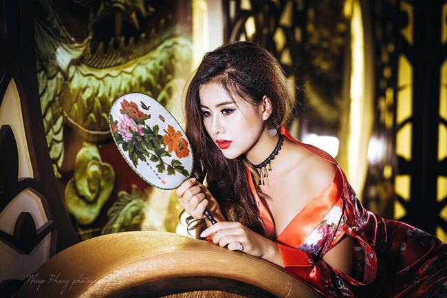 Hoa hậu ảnh Phạm Oanh tắc kè hoa trong nhiều khung ảnh