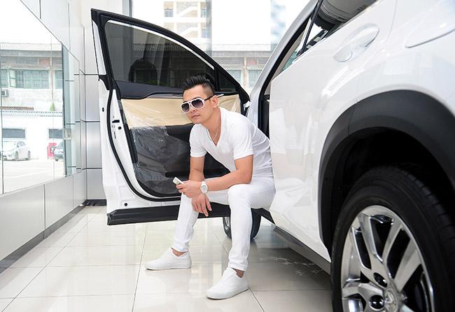Lâm Hùng đổi 18 chiếc xe hơi trong vòng 15 năm đi hát